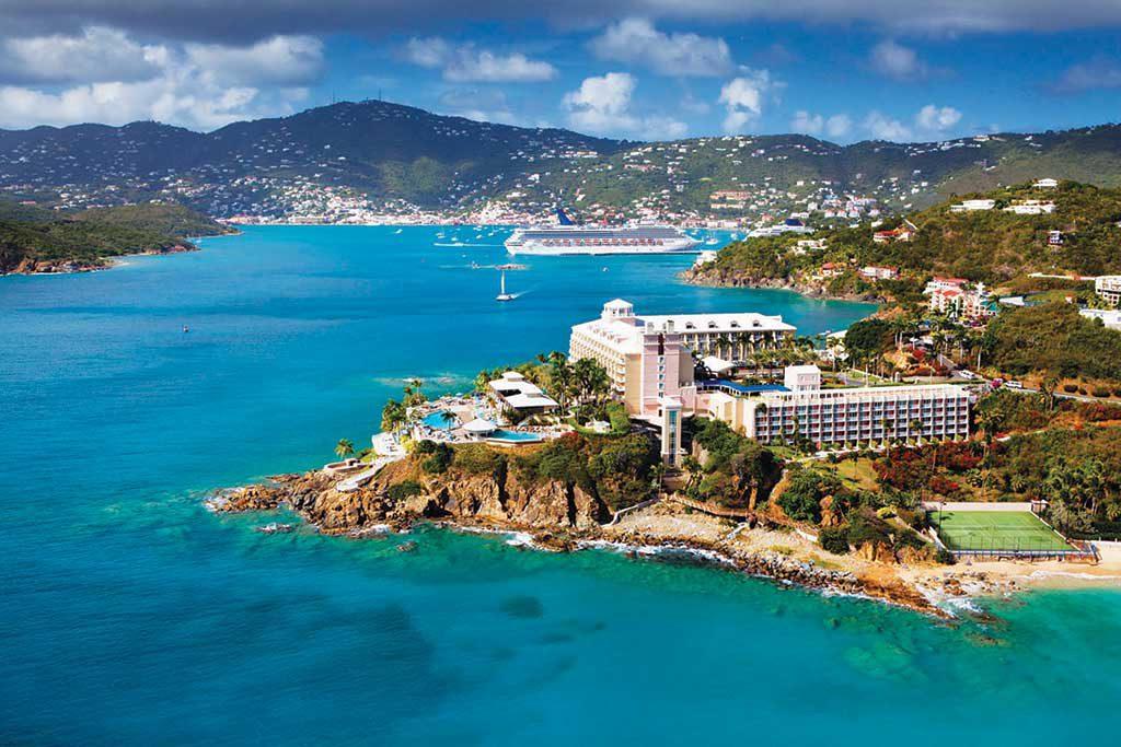 Podľa karibských povestí bol ostrov Sv. Tomáša útočiskom pre anglického piráta Edwarda Teacha, známeho ako kapitán Blackbeard.
