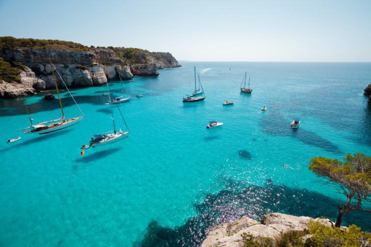 Turquoise-blue beaches and bold cliffs: Mallorca in one picture.