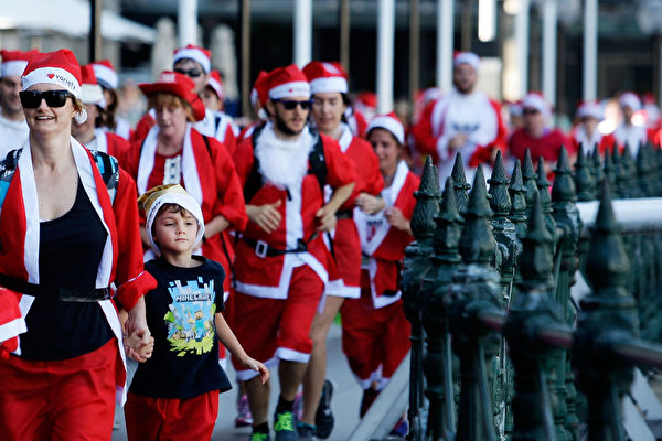 Thousands of St. Nicolas fans join the 10th annual charity Santa Claus run in Sydney, Australia. If only they knew they could've easily cover the same distance on a yacht.